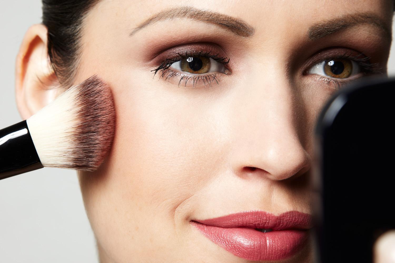 Como Fazer uma Maquiagem Simples Para o Dia a Dia. Confira!
